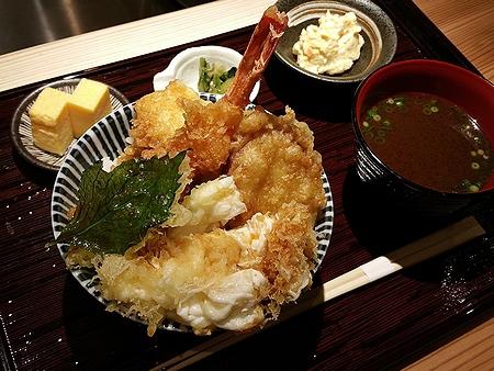 天ぷらと寿司18坪 ~素材の旨味を引き出した揚げ玉天丼~