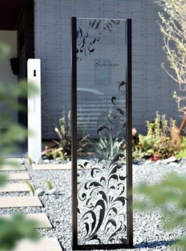 ガラスを使った門柱