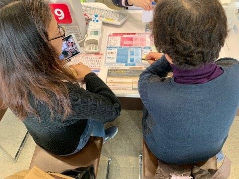 ウチの生徒さんがスマホを買いに行くので同行しました。専門用語を翻訳したり、不要なサービスを契約しないようにSPしました。
