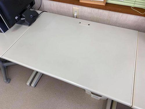 教室の模様替えでPLUS(プラス)のOA机が不要になりました。無料ですので欲しい方がいましたらご連絡下さいませ!
