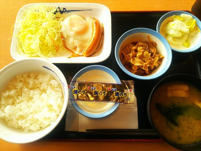 朝 定食 松屋 【朝定食食べ比べ】4大牛丼チェーン朝定食のバリエーションが凄い!