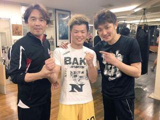 2CHの芸スポコーナーに元プロボクシング世界チャンピオンの亀田興毅氏が1日だけ復活して対戦相手を募集、勝ったら1千万円を払うという企画を発表したことでキック