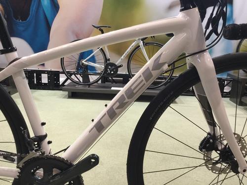 TREK女子専用設計ロードバイクdomane