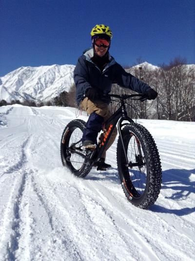 スキー場でファットバイク