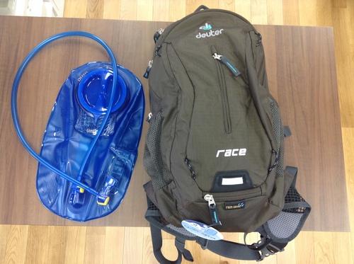 王滝装備 ハイドレーションバッグとドイターのバッグ