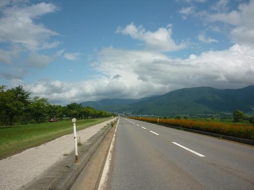 飯山千曲川沿いの道